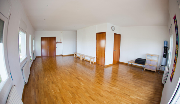 om-shanti-yoga-studio-barcelona-spain-16